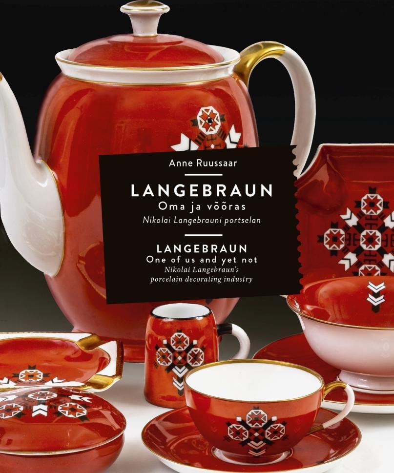 punane mustriga kaetud teekann ja teetassid